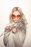 De vrouwenportret van de manier Het haar van zonnebrilhippi Stock Foto