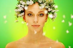 De vrouwenportret van de zomer royalty-vrije stock afbeelding