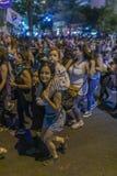 De vrouwenprotesteerders overbevolken in Santiago de Chile tijdens 8M International Womens Day stock foto's