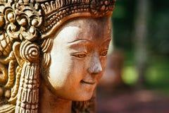 De Vrouwenstandbeeld van het steengezicht in Thailand Stock Afbeeldingen
