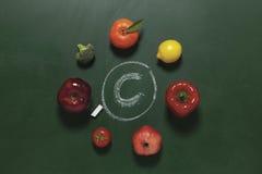 De vruchten en de groenten bevatten vitamine C royalty-vrije stock afbeeldingen