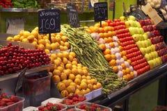De vruchten en de groenten van de markt Stock Afbeeldingen
