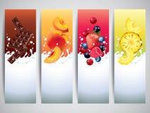 De vruchten in melk bespatten vectorbanners Stock Fotografie