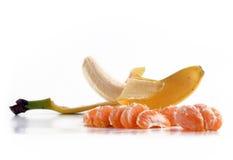 De vruchten van de banaan en van de mandarijn plakken Stock Foto's