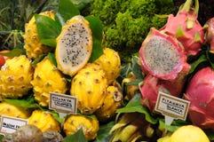 De vruchten van de draak bij markt in Barcelona royalty-vrije stock foto's