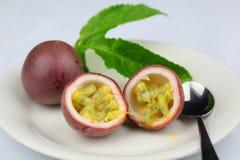 De vruchten van de hartstocht dessert stock fotografie