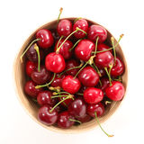 De vruchten van de kers met doorbladeren stock afbeelding