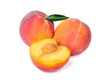 De vruchten van de perzik die op wit worden geïsoleerdw Royalty-vrije Stock Afbeelding
