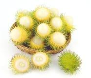 De Vruchten van Rambutangading in een Mand Stock Afbeeldingen