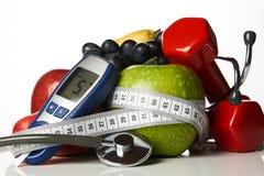De vruchten van stethoscoopglucometer en domoren, Diabetesconcept Stock Foto