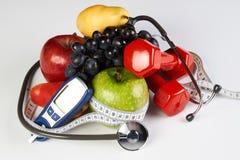 De vruchten van stethoscoopglucometer en domoren, Diabetesconcept Stock Fotografie