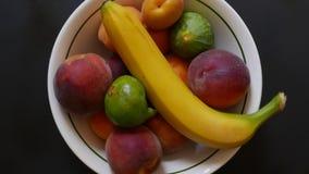 De vruchten werpen healty dieet stock video