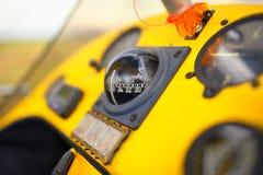 De vue legs à bord dessus à l'intérieur de l'habitacle d'un tricycle Photographie stock libre de droits