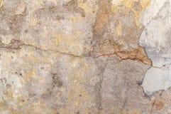 De vuile oppervlakte van oud cement kleurde lege gebarsten concrete muur Royalty-vrije Stock Afbeeldingen