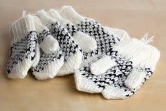 De vuisthandschoenen van de baby Stock Foto's
