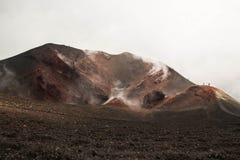 De vulkaan actieve krater van Etna, Italië stock foto's