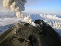 De vulkaan Karymskii van Kamchatka Stock Fotografie