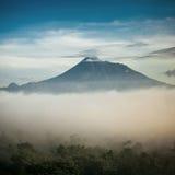 De vulkaan van bergmerapi, Java, Indonesië Royalty-vrije Stock Afbeeldingen