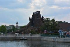 De Vulkaan van de regenwoudkoffie barst in Disney Van de binnenstad los stock afbeelding