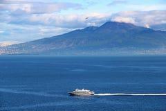 De vulkaan van de Vesuvius en Middellandse Zee Stock Fotografie
