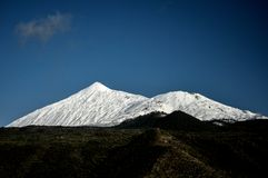 De vulkaan van Gr Teide onder sneeuw Stock Afbeeldingen