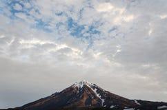 De vulkaan van Koryaksky Stock Afbeelding