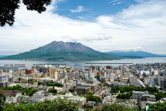 De vulkaan van Sakurajima en de Stad van Kagoshima Royalty-vrije Stock Foto's
