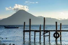 De vulkaan van San Pedro, Meer Atitlan, Guatemala Stock Afbeelding