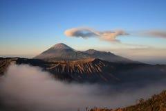 De vulkaan van Semeru op Java, Indonesië Stock Foto's
