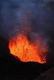 De Vulkaan van uitbarstingstolbachik: fonteinlava van vulkaan Kamchatka Stock Afbeelding