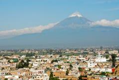 De vulkaanmening van Popocatepetl van Cholula Stock Afbeeldingen