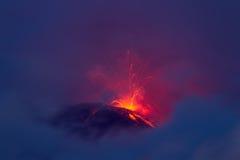 De vulkaanuitbarsting van Tungurahua Stock Foto's