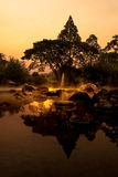 De vulkanische natuurlijke hete pool van het de lentemineraalwater met steam spa Stock Afbeeldingen