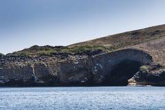 De vulkanische oever en de oceaan Stock Foto