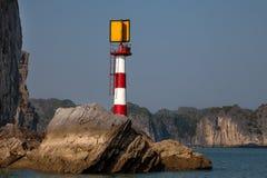De vuurtoren, Ha snakt Baai, Vietnam Stock Foto's