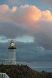 De vuurtoren van de Baai van Byrong bij zonsopgang Royalty-vrije Stock Fotografie