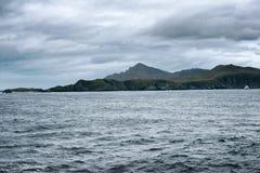 De Vuurtoren van de kaaphoorn met Buitenpost en de Vlag van Chili, Drake Passage stock fotografie