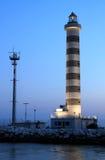 De vuurtoren van de verlichting in Lido Di Jesolo, Italië stock foto