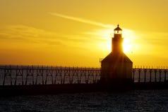 De Vuurtoren van de zonsondergang Stock Afbeeldingen