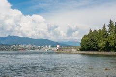 De Vuurtoren van het Brocktonpunt in Stanley Park Vancouver Brit wordt gevestigd dat royalty-vrije stock fotografie
