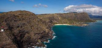 De Vuurtoren van het Makapuupunt en wandelingssleep Oahu stock foto