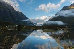 De Vuurtoren van het Punt van het goudklompje, Nieuw Zeeland stock foto's