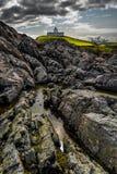 De Vuurtoren van het Strathypunt bovenop Wilde Klippen bij de Atlantische Kust dichtbij Thurso in Schotland royalty-vrije stock afbeeldingen