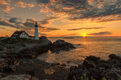 De Vuurtoren van Portland bij zonsopgang, Maine, de V.S. Stock Fotografie