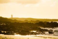 De vuurtorenzonsopgang van Port Fairy met mist royalty-vrije stock afbeeldingen