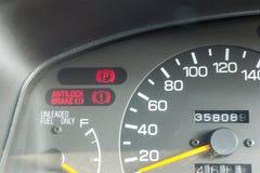 De waarschuwing van het autodashboard steekt symbolen aan Stock Afbeelding