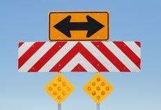 De waarschuwingsseinen van de weg Stock Foto's