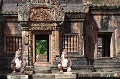 De wachten van de aapgod in Banteay Srei Royalty-vrije Stock Foto's