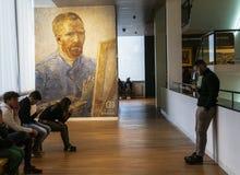 De wachtkamer van Amsterdam Van Gogh Museum royalty-vrije stock foto's