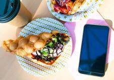 De wafels met smartphone Royalty-vrije Stock Foto